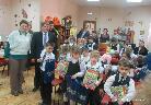 Представители  экологическогофонда Вернадского и Газпром с детьми